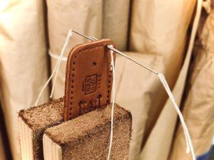 手縫いと革